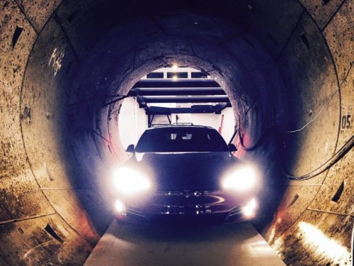 Elon Musk dévoile son prototype de tunnel de transport haute vitesse à Los Angeles